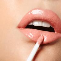 Adele-Uddo-lipgloss